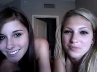Deux copines s'exhibent en cam