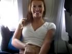 Une petite branlette féminine dans un avion !