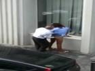 Pute de rue suce et se fait baiser par un vieux en pleine rue !