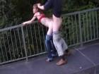 Elle suce et se fait niquer sur un pont autoroutier