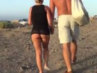 Un couple s'exhibe sur la plage de Tenerife
