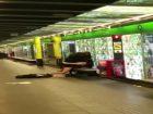 Ils baisent devant tout le monde sur le quai du métro