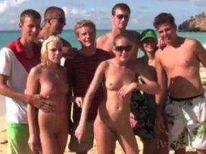 lesbiennes-jeune-plage-fist